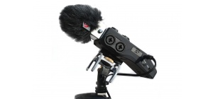 041130_portable_recorder_suspension_hd_zoom_h6_inuse_02